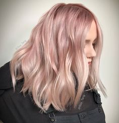 42 Trendy Rose Gold Blonde Hair Color Ideas rose gold hair highlights rose go Light Pink Hair, Pastel Pink Hair, Hair Color Pink, Hair Colors, Pale Pink, Hot Pink, Rose Gold Hair Blonde, Blonde With Pink, Ombre Hair