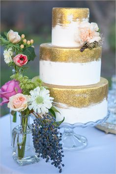 This is just the right amount of gold on a wedding cake. Start planning your ideal wedding with our Weddings team by emailing weddings@cosmopolitanlasvegas.com.