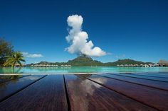 One of these days I'd LOVE to visit Bora Bora...absolutely breathtaking