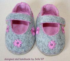 Jello'07 felt baby shoes ' Sahara'