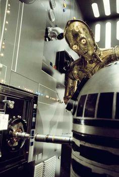Star Wars for Zach: Artoo hacks into ENIAC as Threepio looks on