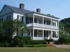 Pawleys Island, SC - From the regal live oak-lined driveway to the hammock placed by the river, you know you've arrived in the Old South at Litchfield Plantation. Period furnishings adorn suites of this impeccably restored 1750 rice-plantation manor house turned country inn. All of the rooms feature rich fabrics and views of the Waccamaw River, creeks, rice fields, or woods. Stay in the Blue Room for a chill; the ghost of former-owner Dr. Tucker has been known to appear.