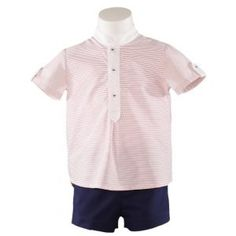 Vaatteita pojille. Laadukas Miranda textilesin puna-valkoraidallinen paita sekä tummansiniset shortsit pojalle. Vauvanvaatteita ja lastenvaatteita www.nellikki.fi