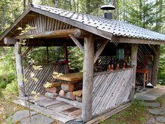 kesäkeittiö vanhoista ikkunoista - Google-haku Cabana, Gazebo, Pergola, Green Woodworking, Relaxing Places, Summer Kitchen, Cabins In The Woods, Building Plans, Outdoor Living