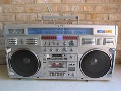 If you were an old school 50 pound boombox, I'd carry you on my shoulder wherever I go. Boombox, Radios, Bass, Transistor Radio, Cassette Recorder, Music Images, Hifi Audio, Worlds Of Fun, Oeuvre D'art