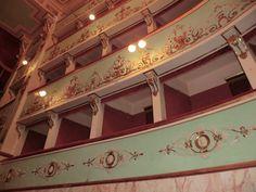 Il Teatro Serpente Aureo si trova ad Offida. L