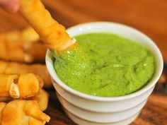Guasacaca (Avocado Salsa) >>> This sauce was excellent, this is definitely a unique sauce. I have served it with Tostones, or Fried Banana. (Venezuela) and it was so yummy. Avocado Recipes, Vegan Recipes, Cooking Recipes, Yummy Recipes, Venezuelan Food, Venezuelan Recipes, Magic Bullet Recipes, Chutney, Mexican Food Recipes