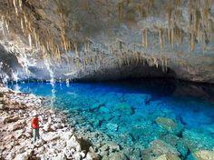 ブルーレイク洞窟 「死ぬまでに入ってみたい世界の神秘的な洞窟15」 トリップアドバイザー