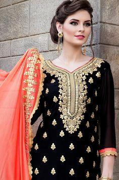 Punjabi Suits Party Wear, Pakistani Fashion Party Wear, Pakistani Bridal Dresses, Designer Party Wear Dresses, Indian Designer Outfits, Indian Outfits, Velvet Pakistani Dress, Sharara Designs, Long Gown Dress