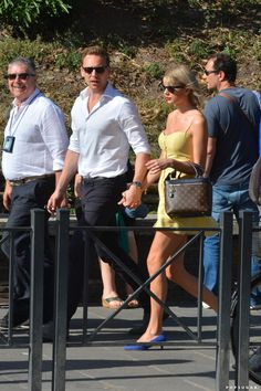 Photo of Taylor Swift and Tom Hiddleston Kissed on Top of the Colosseum in Rome Taylor Swift Boyfriends, Photos Of Taylor Swift, Mall Outfit, Olivia Benson, Album Of The Year, Meredith Grey, Rome Travel, Tom Hiddleston, Celebrity Pictures
