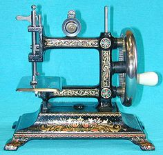 The Original Liliput chainstitch sewing machine. The Original Liliput chainstitch sewing machine was manufactured by Bremner & Bruckmann of Germany. It was produced around the turn of the last century. Sewing Art, Sewing Toys, Featherweight Sewing Machine, Sewing Machine Accessories, Antique Sewing Machines, Old Tools, Sewing Studio, Sewing Notions, Antique Dolls