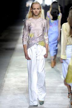 Dries Van Noten Spring 2011 Ready-to-Wear Fashion Show - Ginta Lapina (Women)