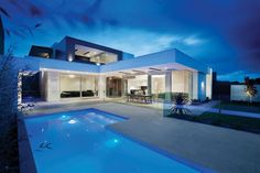 An elegant and beautiful residence courtesy of Canny