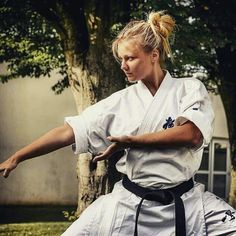 "Pinned by ""patatrac"" Martial Arts Styles, Martial Arts Women, Karate Styles, Kyokushin Karate, Karate Girl, Shukokai Karate, Female Martial Artists, Martial Arts Workout, Hapkido"