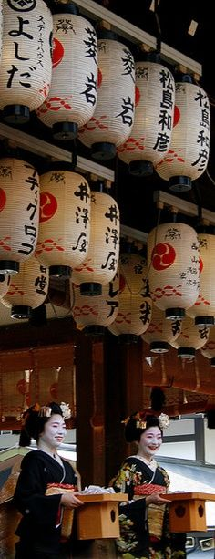 <3 Japanese paper lanterns, often associated with festivals, are common in Japan. Traditional styles include bonbori and chōchin. A special style of lettering called chōchin moji is used to write on them.