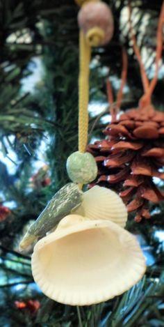 La farfalla sottosopra... Altro addobbo natalizio di casa nostra: gli animaletti con le conchiglie.