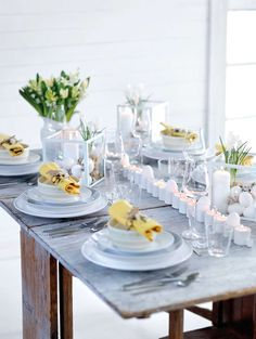 Beautifully laid out for Easter – Tableware Design 2020 Table Diy, A Table, Table Setting Inspiration, Easter Table Settings, Beautiful Table Settings, Fancy Houses, Ceramic Tableware, Holiday Festival, Dinner Table