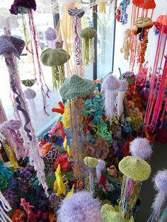 http://www.crochet-world.com/newsletters/images/2012/40202712/01_lg.jpg?rand=517664259