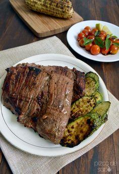 Perfecta para marinar carnes, esta marinada llena de sabor levanta el sabor de tu carne. Es muy fácil de preparar y te tardas menos de 5 minutos en marinar la carne.