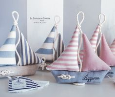 Favors sailing boats (with nautical knot, name and label)- Barche a vela bomboniere (con nodo marinaro, nome ed etichetta) The Room of Cloth on Bebuù: Sailboats bomboniere … - Felt Crafts, Fabric Crafts, Diy And Crafts, Baby Room Wall Decor, Baby Decor, Sewing Toys, Sewing Crafts, Deco Marine, Baby Sewing Projects