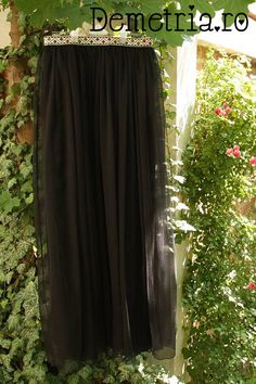 Black silck Demetria skirt