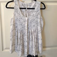 Lauren Conrad Sleeveless Top EUC Adorable sleeveless top with fox pattern. Only worn once. LC Lauren Conrad Tops Blouses