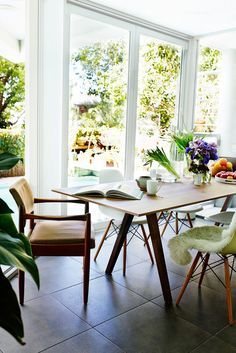 One of 5 Inspiring Summery Dining Spaces via @mydomaine (=)