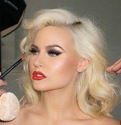 Whilemina Curve model Gia Genevieve is stunning