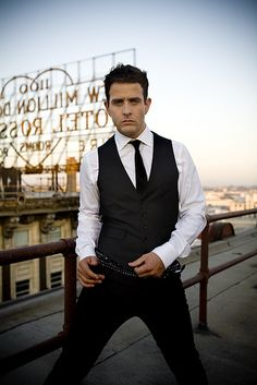 Joey McIntyre has grown into one beautiful man!! <3