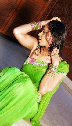 Anushka Shetty hot stills in saree ★ Desipixer  ★