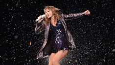 Let The Rain Fall Down: The Taylor Swift Reputation Tour Comes to Chicago Show Da Taylor Swift, Taylor Swift Concert, Taylor Swift Dancing, Selena Gomez, Who Is Jack, Swift Tour, Taylor Swift Wallpaper, Red Taylor, Halloween Disfraces