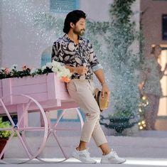 "Allu Arjun on Instagram: ""@alavaikunthapuramulo ❤️ #Buttabomma .#Alluarjun"" Handsome Celebrities, Handsome Actors, Cute Actors, Dj Movie, Movie Photo, Actor Picture, Actor Photo, Allu Arjun Hairstyle, New Photos Hd"