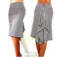 falda elegante y sensual muy elástico marrón oscuro y blanco de rayas jersey de alta calidad corte estriado / con volantes en la parte posterior Se puede usar como falda o vestido Longitud de la falda se puede ajustar como petición disponible en 2 tamaños XS S estiramiento de cintura 64cm a 72cm/25,2 -28.3 longitud total en el frente 64cm/25,2 longitud total en la espalda 69cm/27,2 M L estiramiento de cintura 69cm a 77cm/27,2 -30.3 longitud total en el frente...