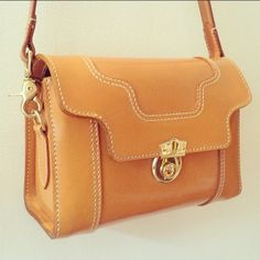 HANSON OF LONDON Griffin handbag in London Tan bridle leather #MadeInEngland #Craftsmanship #BritishStyle #BritishBrand #London