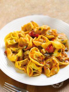 Tortellini with eggplant and peppers - In pochissimo tempo i gustosi Tortellini con melanzane, peperoni e zucchine, a base di fresche verdure di stagione, saranno sulla vostra tavola!