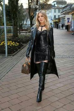 Stylish young Lady from Meran in a black Leather Outfit Leather Mini Dress, Leather Trench Coat, Leather Dresses, Leather Skirts, Sexy Outfits, Fashion Outfits, Minis, Dress With Boots, Leather Gloves