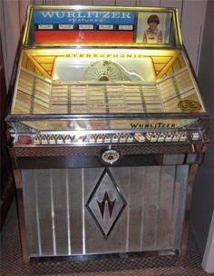 1962 WURLITZER JUKEBOX - Model 2600 -Plus 270+ 45s Extra Records NICE! I have this.