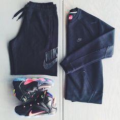 Lebron 12 'Data' Nike Tech Fleece Crewneck Nike AW77 Alumni Shorts.
