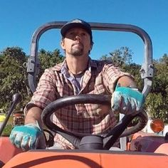 Do you got room for one more in there  #jasonmraz #mraz #mrazzers #mrazians #mraztribe #musician #beard #belove #love #gratitude #hat #outdoors #farm #farming #organic #vegan #yogi #urbanfarming #singer #singing #songwriter #sexy #sexybeast #yesftf #spreadyes #spreadlove Bisexual Celebrities, Gay Guys, Jason Mraz, Spread Love, Urban Farming, Lesbians, Gratitude, Singing, Celebrity