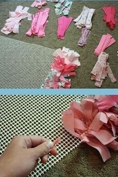 Spanish tutorial, I'm about to rag rugs the crap out of my giant free bag of scrap material. Home Crafts, Diy And Crafts, Crafts For Kids, Rag Rug Diy, Homemade Rugs, Rag Rug Tutorial, Fabric Rug, Scrap Fabric, Fabric Strips