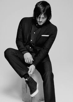 Norman Reedus: I love the shoes w/ the suit. Gawd he's eclectic and sexy