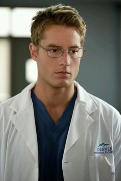 Justin Hartley can be my Doctor any day! Yummy! --Emily Owens MD