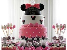 Lindo bolo para decorar a mesa do aniversário da sua princesa!    Este tema está sempre em alta!    Locação para SP capital e região, consulte-nos!    A última foto é da mesa decorada pela nossa parceira Elisa, da Oficina de Arte Lizu.