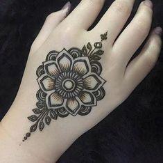 Easy Mehndi Designs, Henna Hand Designs, Bridal Mehndi Designs, Latest Mehndi Designs, Henna Tattoo Designs Simple, Henna Flower Designs, Mehndi Designs Finger, Mehndi Designs For Girls, Mehndi Designs For Beginners