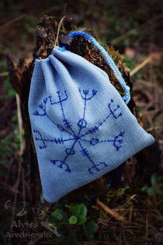 Magic bag with ægishjálmur (helmet of fright)