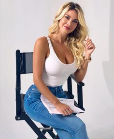 Sexy Outfits, Hot Blondes, Sexy Body, Nice Tops, Pretty Woman, Girl Photos, Gorgeous Women, Hot Girls, Cool Girl