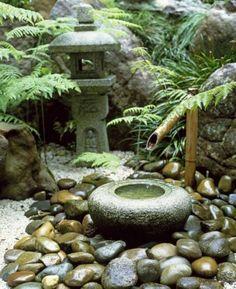 design de jardim com pedras ~ design de jardim . design de jardim com pedras . design de jardim com piscina . Asian Garden, Small Japanese Garden, Japanese Garden Design, Japanese Gardens, Japanese Style, Zen Gardens, Traditional Japanese, Japanese Water Feature, Japanese Bamboo