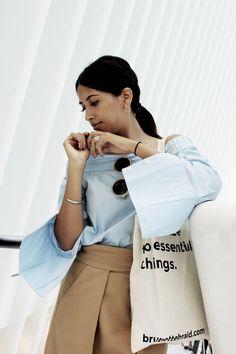 new-york-fashion-week-guide-oculus-by-santiago-calatrava-brunette-braid-shirt-zara-asimetric-skirt-minimal-outfit