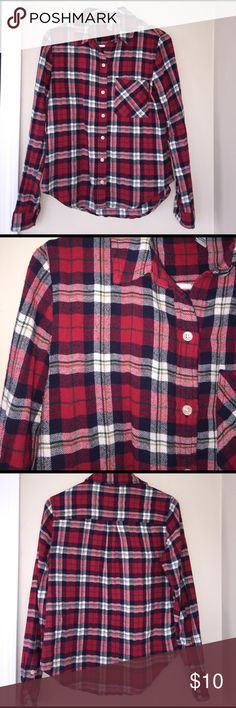 Flannel button up shirt Very thick material, worn once! Forever 21 Tops Button Down Shirts