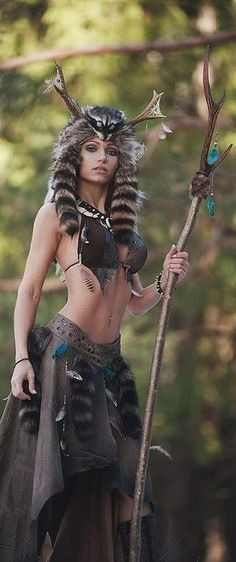 YuzuPyon cosplay at DuckDuckGo Warrior Girl, Fantasy Warrior, Warrior Princess, Fantasy Women, Fantasy Girl, Larp, Mode Steampunk, Native American Women, Fantasy Costumes